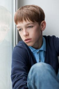 Bilde trist gutt, skolevegring